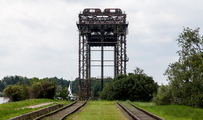Usedom (Stadt) Zufahrt zur ehem. Karniner Brücke, Hubbrücke Karnin über den Peenestrom
