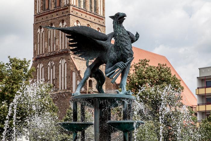 Anklam Marktplatz: Brunnen Nikolaikirche