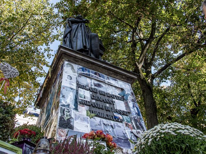 Promenadeplatz: Orlando-di-Lasso-Denkmal als Michael-Jackson-Gedenkstätte München