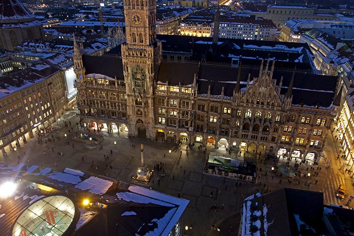 Blick von St. Peter (Alter Peter): Altstadt - Marienplatz und Neues Rathaus München 2013