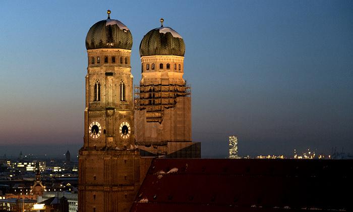 Blick von St. Peter (Alter Peter): Altstadt - Frauenkirche (Dom zu Unserer Lieben Frau) München