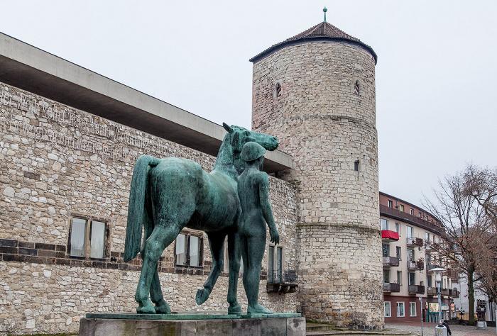 Hannover Altstadt: Hohes Ufer - Bronzeskulptur Mann mit Pferd Beginenturm Historisches Museum Hannover