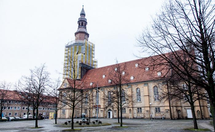 Hannover Calenberger Neustadt: Neustädter Kirche (Neustädter Hof- und Stadtkirche St. Johannis) Neustädter Markt Neustädter-Markt-Brunnen