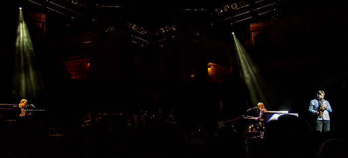 Royal Albert Hall: Mark Knopfler London Jim Cox, Guy Fletcher, Nigel Hitchcock