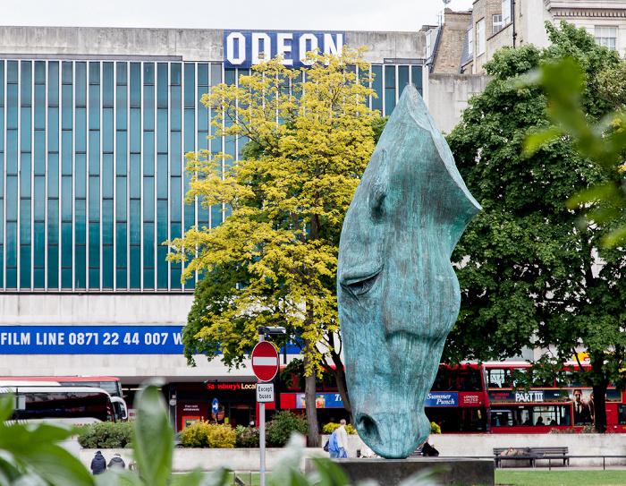 London Hyde Park: Horse Head Sculpture