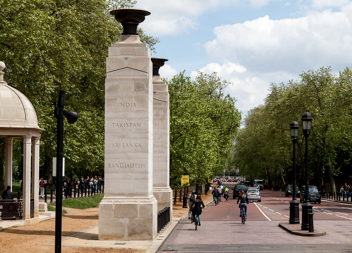 London City of Westminster: Hyde Park Corner - Commonwealth Memorial Gates Constitution Hill Garden at Buckingham Palace Green Park