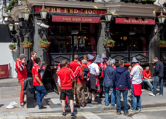 London City of Westminster: The Red Lion - Fans des FC Bayern München