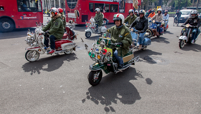 London City of Westminster: Parliament Square - Mods auf Motorrollern