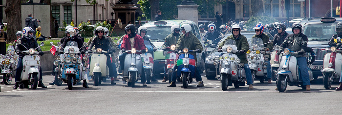 City of Westminster: Parliament Square - Mods auf Motorrollern London
