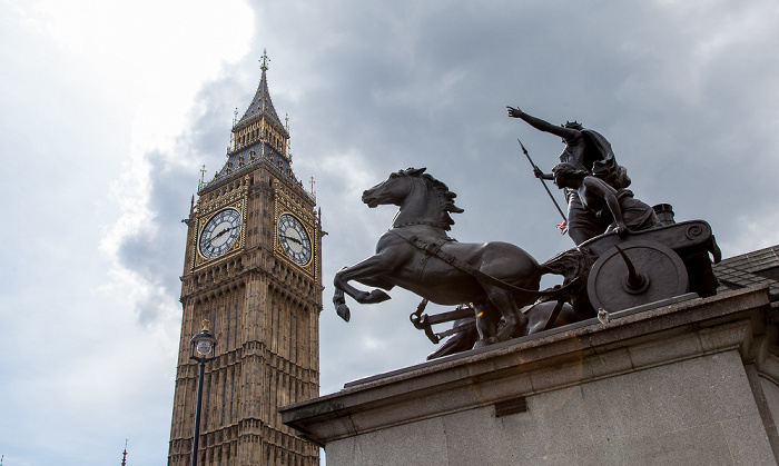 City of Westminster: Big Ben, Skulptur Boadicea and Her Daughters (von Thomas Thornycroft) London