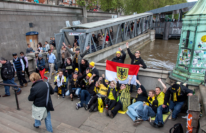 City of Westminster: Westminster Bridge / Westminster Millennium Pier - Fans von Borussia Dortmund London