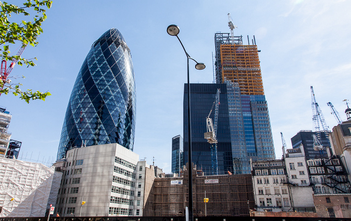 City of London: 30 St Mary Axe (The Gherkin, Swiss Re Building) und Leadenhall Building (122 Leadenhall Street)