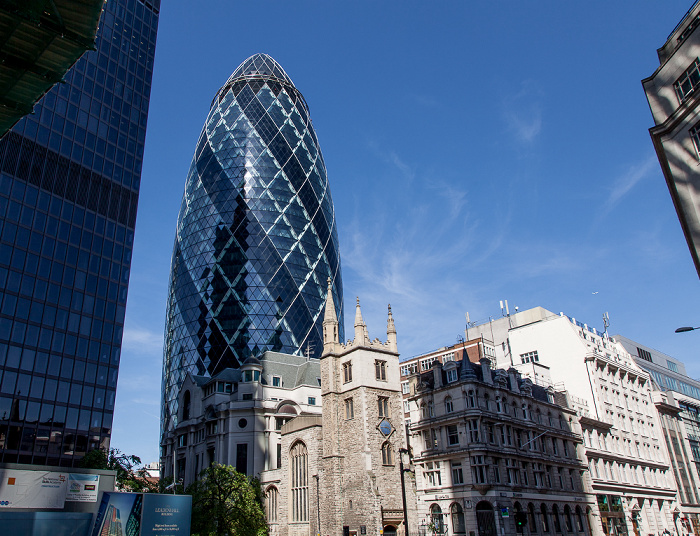 City of London: 30 St Mary Axe (The Gherkin, Swiss Re Building) und St Andrew Undershaft London