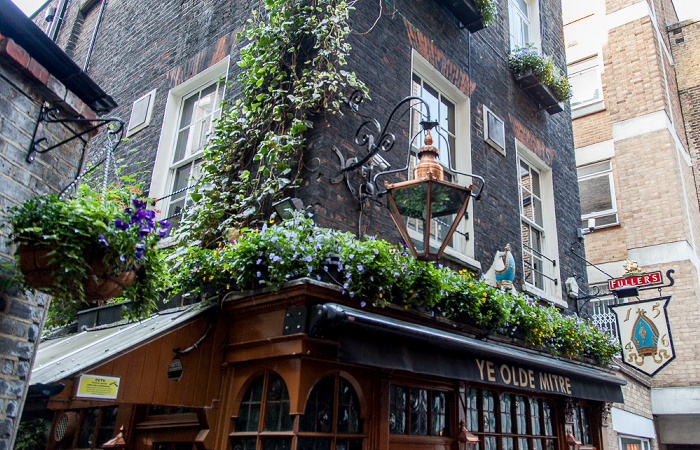 Holborn: Ely Place - Ely Court: Ye Olde Mitre London
