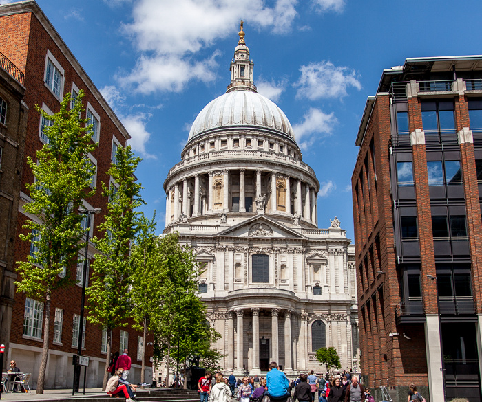 City of London: Sermon Lane, St Paul's Cathedral London