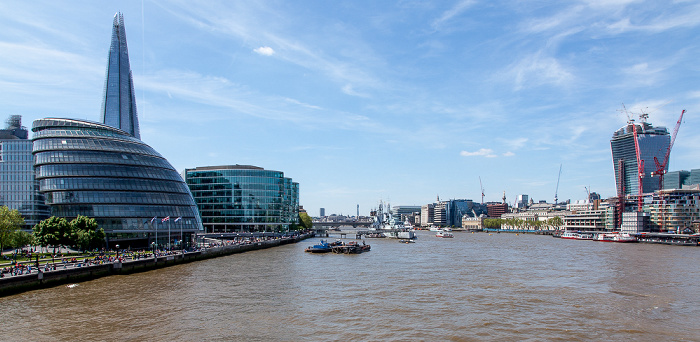 Blick von der Tower Bridge (v.l.): Southwark, Themse, City of London London