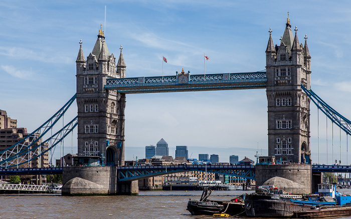 Blick von More London Riverside: Themse, Tower Bridge London 2013