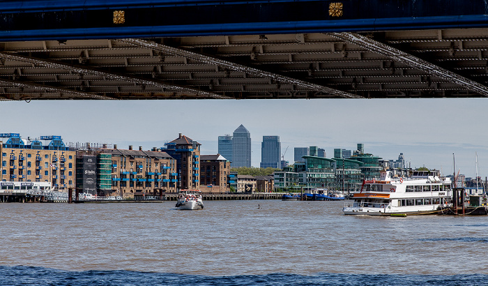 Blick von More London Riverside: Themse London 2013