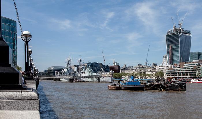 Blick von More London Riverside: Themse 20 Fenchurch Street HMS Belfast