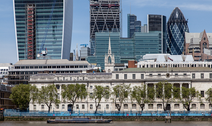 Blick von More London Riverside: Themse, Custom House 20 Fenchurch Street 30 St Mary Axe Leadenhall Building