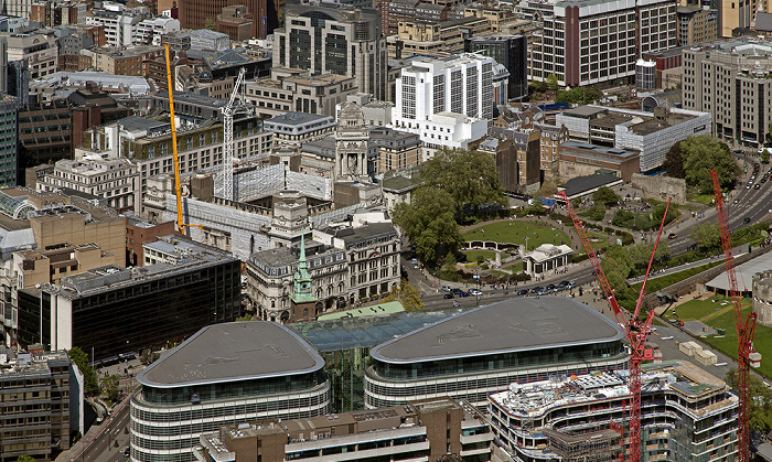Blick von The Shard: Ten Trinity Square London und Tower Hill mit dem Tower Hill Memorial London