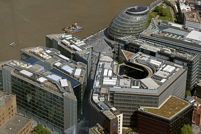 Blick von The Shard: More London mit City Hall Themse