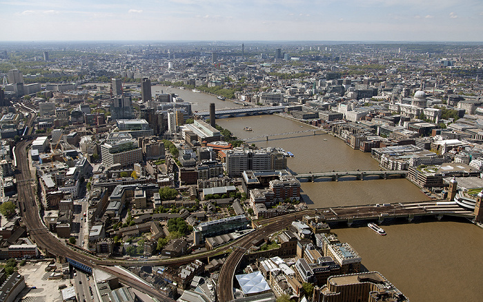 Blick von The Shard: Southwark, Themse, City of London / Westminster London
