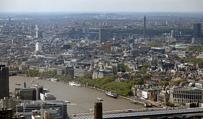 London Blick von The Shard Blackfriars Bridge Blackfriars Railway Bridge BT Tower Themse Wembley-Stadion