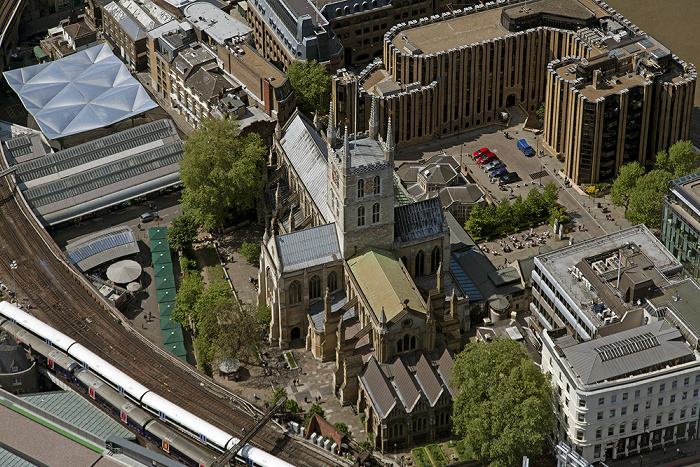 London Blick von The Shard: Southwark - Southwark Cathedral und Minerva House