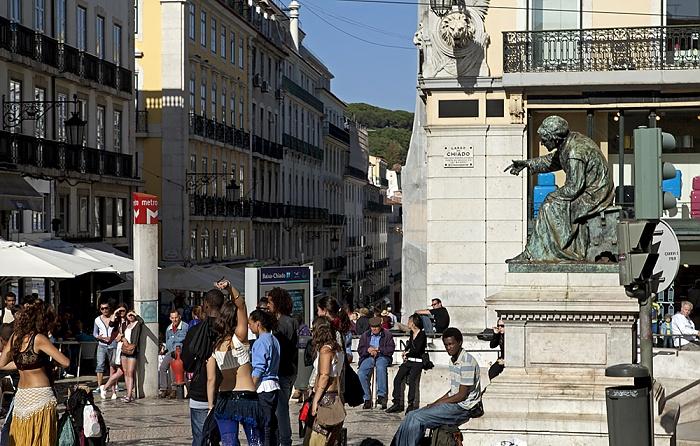 Lissabon Eléctrico 28: Largo do Chiado - António Ribeiro-Denkmal