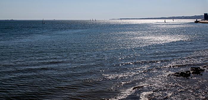 Lissabon Belém: Mündung des Tejo in den Atlantik Torre VTS do Porto de Lisboa