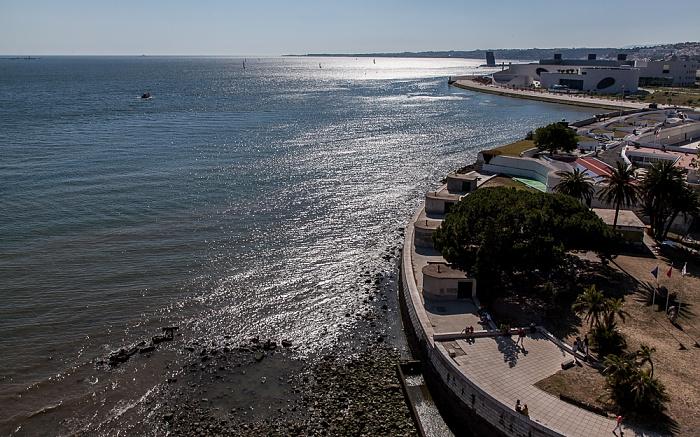 Lissabon Belém: Blick vom Torre de Belém Tejo Torre VTS do Porto de Lisboa