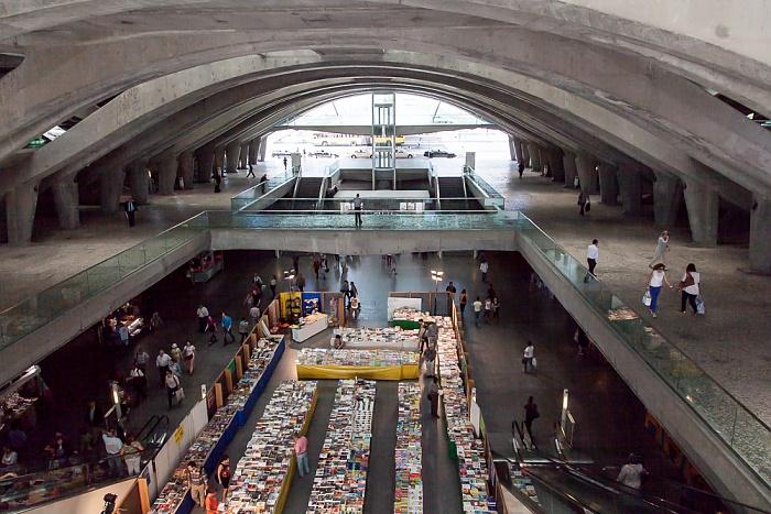 Lissabon Estação do Oriente: Büchermarkt