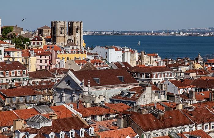 Lissabon Blick vom Elevador de Santa Justa: Catedral Sé Patriarcal (Igreja de Santa Maria Maior) Se Patriarcal Tejo