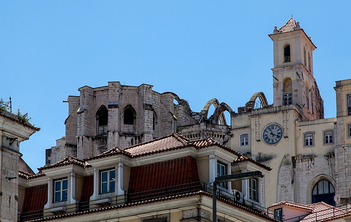 Baixa: Blick vom Praça Dom Petro IV (Rossio) zur Igreja do Carmo Lissabon 2013