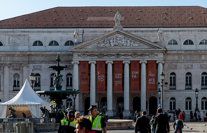 Baixa: Praça Dom Petro IV (Rossio) - Teatro Nacional Dona Maria II Lissabon 2013