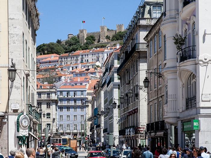 Lissabon Baixa: Blick vom Praça da Figueira zum Castelo de São Jorge