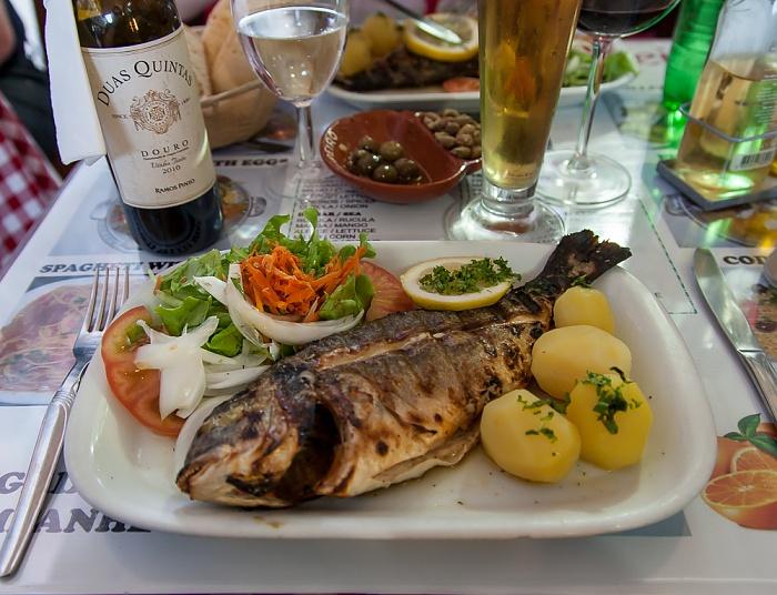 Baixa: Restaurant in der Rua dos Correeiros - Gegrillter Fisch Lissabon
