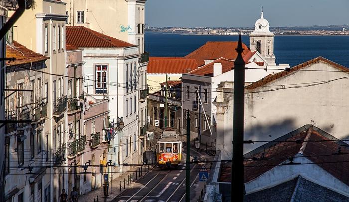 Alfama: Rua das Escolas Gerais Lissabon