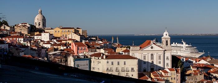 Blick vom Miradouro de Santa Luzia: Alfama Lissabon