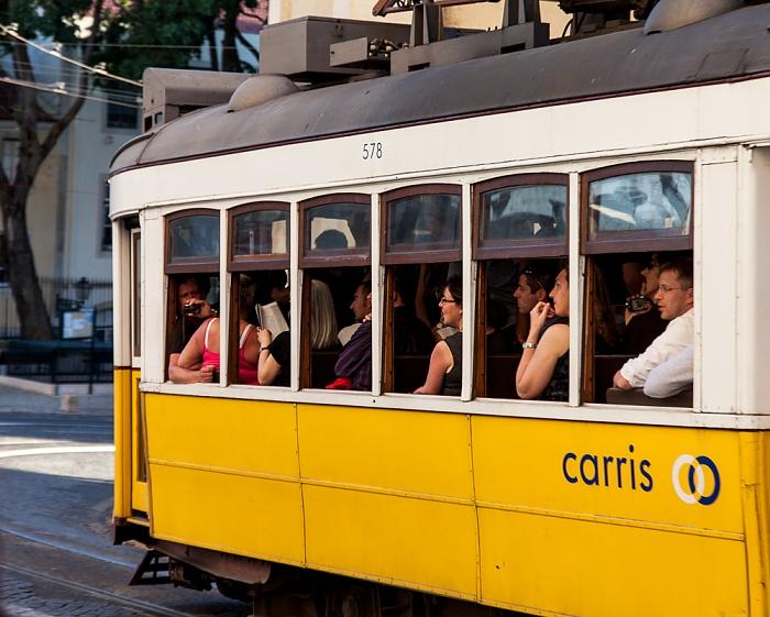 Alfama: Rua Augusto Rosa - Eléctrico Lissabon