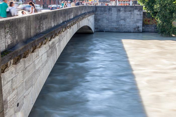 München Isar mit Hochwasser, Ludwigsbrücke