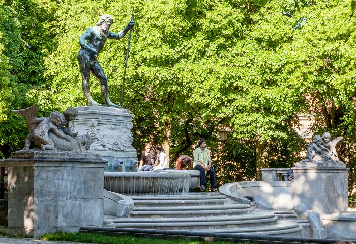 München Museumsinsel: Vater-Rhein-Brunnen