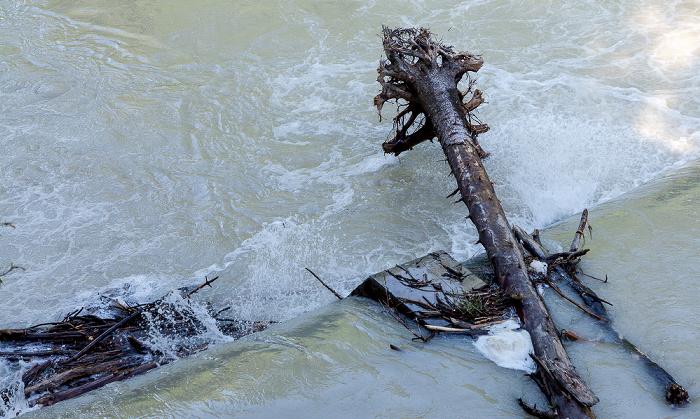 München Isar mit Hochwasser Praterinsel