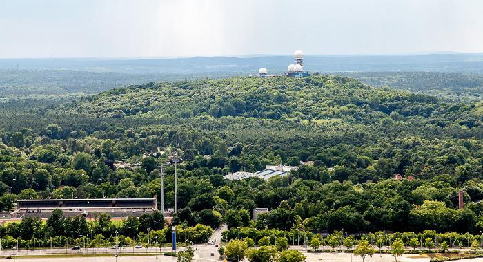 Blick vom Funkturm: Grunewald mit der ehem. US-amerikanischen Abhöranlage auf dem Teufelsberg Berlin