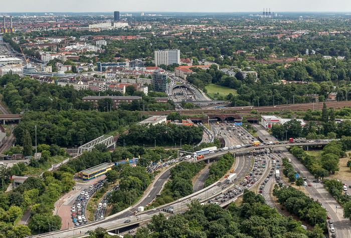 Blick vom Funkturm: Autobahndreieck Funkturm und Berliner Stadtbahn Berlin