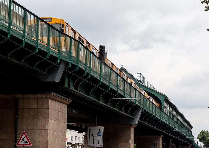 Berlin Prenzlauer Berg: U-Bahnlinie 2 (Hochbahn) und U-Bahnhof Schönhauser Allee