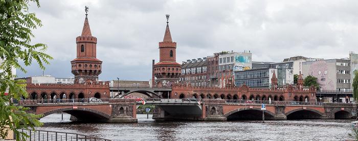 Friedrichshain (links) / Kreuzberg: Oberbaumbrücke und Spree Berlin