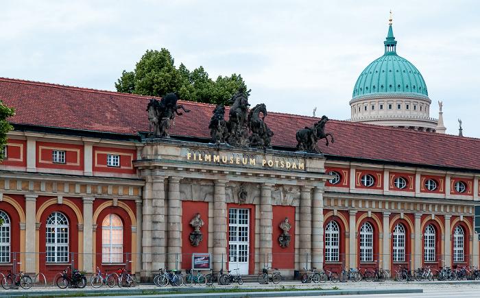 Breite Straße: Filmmuseum Potsdam Nikolaikirche