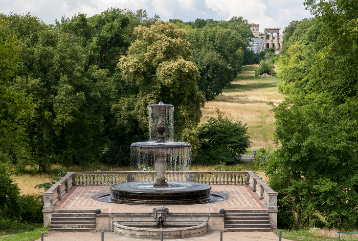 Potsdam Park Sanssouci: Viehtränke (Rossbrunnen) Ruinenberg